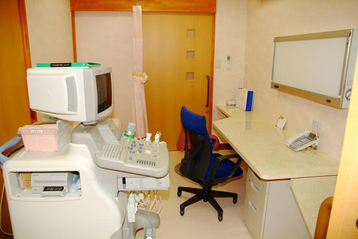 肝臓専門医、内科、消化器科、肝臓病 はやさかクリニック診察室2、超音波診断装置