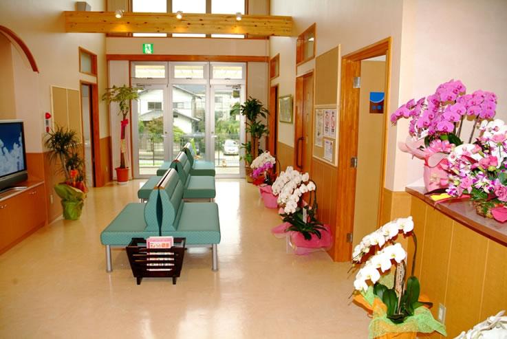 肝臓専門医、内科、消化器科、肝臓病 はやさかクリニック待合室