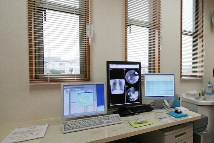 肝臓専門医、内科、消化器科、肝臓病 はやさかクリニック診察室1