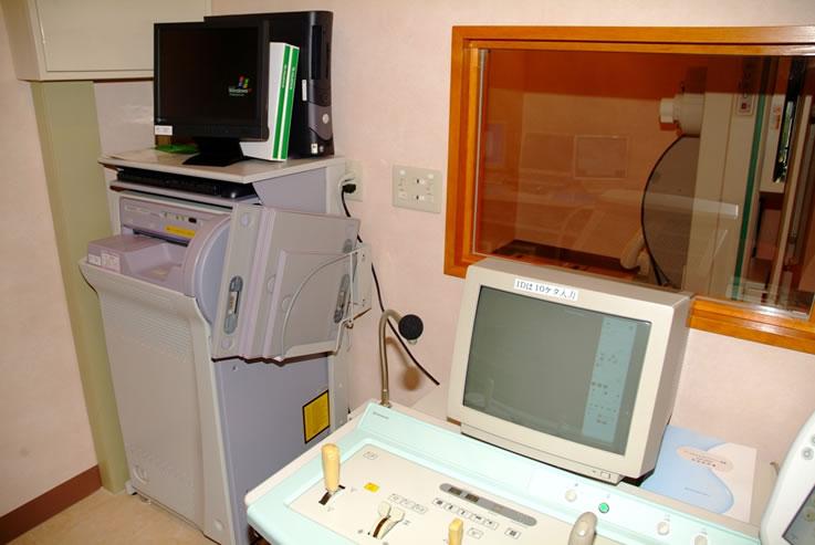 肝臓専門医、内科、消化器科、肝臓病 はやさかクリニックX線操作室