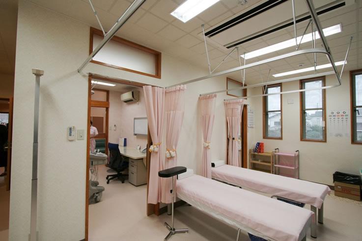 肝臓専門医、内科、消化器科、肝臓病 はやさかクリニック処置室